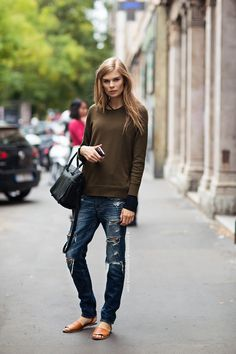 casual fall look: pullover sweater with distressed jeans and sandals