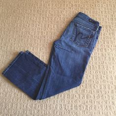 """Citizens of humanity kelly low waist cropped jeans Worn but good condition! Cropped jeans come a little above the ankle. Inseam 22.5"""" Citizens of Humanity Jeans Ankle & Cropped"""