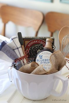 Looking for bridal shower gift basket ideas? Try this easy DIY Pancake Breakfast Gift Basket that you can customize as you wish! Simple Gifts, Easy Gifts, Homemade Gifts, Cute Gifts, Creative Gift Baskets, Creative Gifts, Food Gifts, Craft Gifts, Themed Gift Baskets
