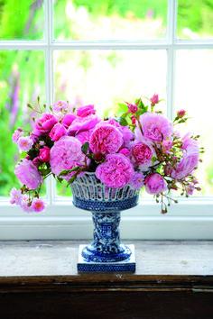 Harlow Carr & St Swithum flower arrangement #FlowerArrangement #DavidAustin