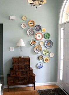 Spice up a large expanse of wall in your home with decorative plates! Decorating with plates is an easy and inexpensive method that will liven up unused space between rooms. Whether your home is contemporary chic or super traditional, plate walls are extremely versatile and will work in any setting as there are plenty of shapes, colours, patterns and styles to choose from. Plate walls definitely have a vintage aesthetic to them but, if used correctly and colour-coded accordingly, a plate…