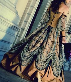 Why do we not embrace these fashions anymore? --- this doesn't look vintage but best place to put it. Old Dresses, Pretty Dresses, Beautiful Dresses, Gorgeous Dress, Steampunk Costume, Steampunk Fashion, Vintage Outfits, Vintage Fashion, Vintage Gowns