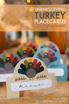 DIY Crafts : Thanksgiving Place Cards - These printable Turkey Place Cards are the perfect addition to your Thanksgiving table or a fun touch to the kids Thanksgiving Lunch, Free Thanksgiving Printables, Thanksgiving Photos, Thanksgiving Activities For Kids, Thanksgiving Place Cards, Thanksgiving Decorations, Free Printables, Thanksgiving Projects, Thanksgiving Tablescapes