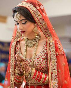 Best Mehndi Artist In India At WeddingDoers Indian Bridal Fashion, Indian Bridal Makeup, Indian Bridal Wear, Indian Wear, Bridal Mehndi, Indian Attire, Wedding Makeup, Bridal Outfits, Bridal Dresses
