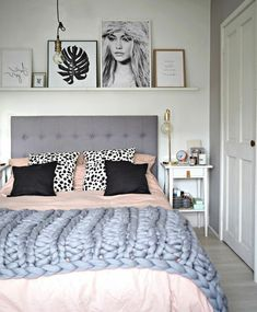 14 Fabulous Rustic Chic Bedroom Design and Decor Ideas to Make Your Space Special - The Trending House Scandinavian Design Bedroom, Modern Bedroom, Rustic Chic Bedroom, Bedroom Headboard, Bedroom Styles, Chic Bedroom, Small Master Bedroom, Master Bedrooms Decor, Small Space Bedroom