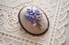 Wonderful Ribbon Embroidery Flowers by Hand Ideas. Enchanting Ribbon Embroidery Flowers by Hand Ideas. Hand Embroidery Flowers, Flower Embroidery Designs, Hand Embroidery Stitches, Embroidery Jewelry, Silk Ribbon Embroidery, Embroidery For Beginners, Embroidery Techniques, Brazilian Embroidery, Fabric Jewelry
