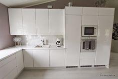 Coconut White: Sambaa sateessa ja kotimme valkoinen, korkeakiiltoinen keittiö
