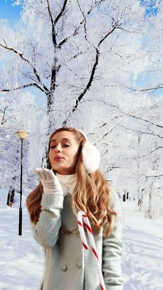 Oh shoot this is a better picture Ariana Grande Cute, Ariana Grande Photoshoot, Ariana Grande Pictures, Cat Valentine, Dove Cameron, New York City, Bae, Ariana Grande Wallpaper, Nickelodeon