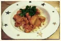 Stefans super-lecker ausschauendes Abendessen: Tofu und Gemüse in Erdnusssoße mit Hirse