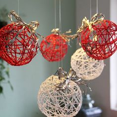 Christmas balls of thread Christmas Balls, Christmas Art, Christmas Projects, Winter Christmas, Christmas Tree Ornaments, Homemade Christmas, Diy Weihnachten, Xmas Decorations, Holiday Crafts