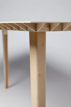 Wooden table by Ruben Beckers weighs kilos (support w grid. Design Furniture, Plywood Furniture, Table Furniture, Modern Furniture, Home Furniture, Joinery Details, Wood Joints, Wood Detail, Wooden Tables