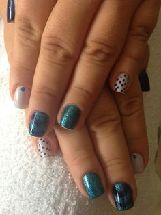 Uñas en azul Nails, Painting, Beauty, Blue Nails, Finger Nails, Ongles, Painting Art, Nail, Cosmetology