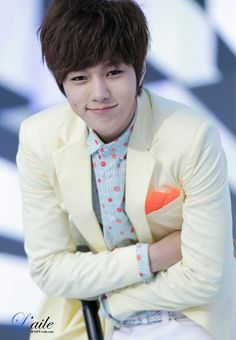 L (Kim Myung Soo) #INFINITE Come visit kpopcity.net for the largest discount fashion store in the world!!