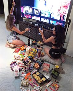 Netflix with your BFF source: unknown Bff Goals, Best Friend Goals, Cute Friend Pictures, Best Friend Pictures, Cute Friends, Best Friends Forever, Bffs, Bestfriends, I Am Awesome