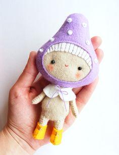 Adorable little felt Pixie pattern by I Manu Fatti. Love the mushroom hat!