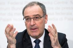 Defense Minister Guy Parmelin wasn't quite able to convince the media of his position (Keystone)