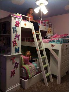 Ein Etagenbett mit viel Stauraum