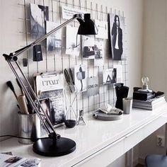 Heb je ergens nog een leeg bureau of tafeltje? Zet er een betonrek op en hang deze vol met inspiratie! #interieurinspiratie #betonrek #interiordesign #interieur #interior