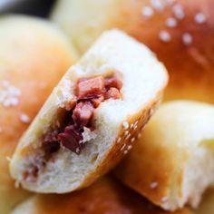 Super soft Tangzhong baked buns with Chinese Char Siu Pork as filling. Baked Bun Recipe, Best Bread Recipe, Bread Recipes, Carne En Trocitos, Asian Recipes, Ethnic Recipes, Asian Foods, Chinese Recipes, Char Siu