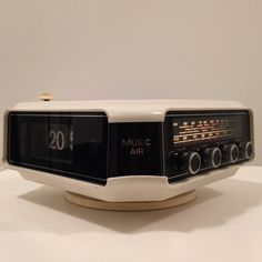 Cool space age clock radio from Italy by Deerstedt on Etsy