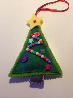 Kerstboom van vilt gemaakt door Sterre!