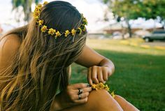 My mom taught me how to make these when I was little bitty and I made them allll the time❤destined to be a flowerchild