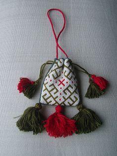 (Modern-made) Medieval Silkwork: 14th century drawstring purse