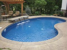 Vinyl liner swimming pool with sun deck and full width steps raft to rafters pool and spa - Expert tips small swimming pools designs ...