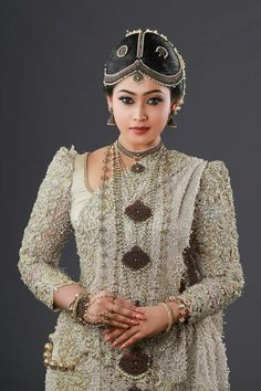 kb Bridal Sari, Saree Wedding, Wedding Attire, Wedding Ideas Sri Lanka, Bridal Outfits, Bridal Dresses, Bridal Looks, Bridal Style, Lehenga