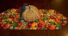 Autumn Harvest Table Runner - Try out this free table runner tutorial. You'll be amazed how quick and fast this is.