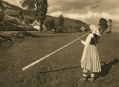 "Kurt Hielscher - Romanian woman play the tulnic (a variety of alphorn), - from the photographic album ""Romania"" (Leipzig, Love Img, Mountain Climbing Gear, Romania People, Romanian Women, City People, Photograph Album, All Over The World, Earth, Culture"