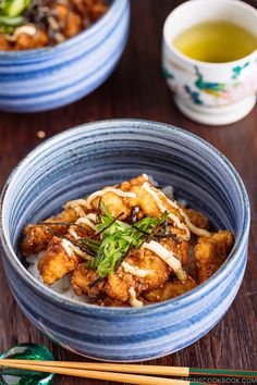 Chinese-style Chicken Karaage Donburi is a great one-dish meal! Asian Chicken Recipes, Asian Recipes, Ethnic Recipes, French Recipes, Vietnamese Recipes, Chinese Recipes, Mexican Recipes, Japanese Rice Bowl, Japanese Food