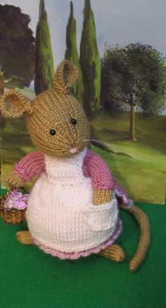 Hunca Munca hand knitted mouse doll created after a Beatrix Potter character, Amigurumi Patterns, Knitting Patterns, Crochet Mouse, Knit Crochet, Stuart Little, Knitted Teddy Bear, Little Cotton Rabbits, Knitted Animals, Amigurumi