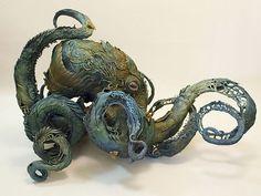 生物学的なリアルを追求したファンタジー動物を彫刻し続けるEllen Jewettの世界