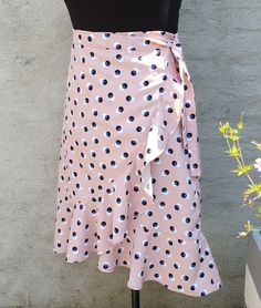 A fast, elegant wrapover skirt! Skirt Pattern Free, Skirt Patterns Sewing, Clothing Patterns, Coat Patterns, Blouse Patterns, Diy Clothing, Dress Up Outfits, Diy Dress, Dress Skirt