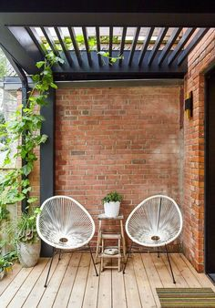 A patio in a backyard is something that many people use to improve their outdoor. Check out these patio on a budget ideas that will inspire you! Small Outdoor Patios, Outdoor Balcony, Small Backyard Patio, Pergola Patio, Outdoor Decor, Pergola Kits, Balcony Railing, Balcony Garden, Outdoor Living