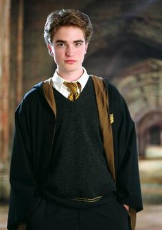 Robert Pattinson as Cedric Diggory in 'Harry Potter and the Goblet of Fire'. Three years after 'Goblet of Fire' premiered, Pattinson became an international star when the first 'Twilight' film appeared in Harry Potter Goblet, Arte Do Harry Potter, Harry Potter Cast, Harry Potter Characters, Harry Potter Universal, Harry Potter World, Harry Potter Uniform, Harry Potter Draco Malfoy, Harry Potter Quidditch