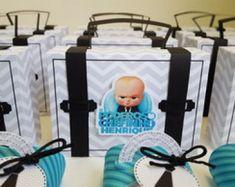 104 IDÉIAS PARA FESTA PODEROSO CHEFINHO - FAÇA SUA FESTA! Creative Gift Wrapping, Creative Gifts, Baby Girl Shower Themes, Baby Shower, Boss Birthday, Birthday Ideas, Prince Birthday, Boss Baby, Baby Party
