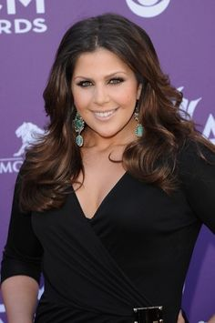 Hillary looked absolutely stunning at the ACM awards! @Lady Antebellum :)