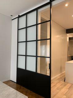 Puerta corrediza hierro y vidrio repartido @geupodwg House Design, House, Garden Deco, Family Room, Home, Architectural Inspiration, New Homes, Home Deco, Chic Bedroom