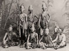 """Masked men of the theater acting in """"Topéing"""", Java (c. 1900-1920) - US Library Of Congress"""