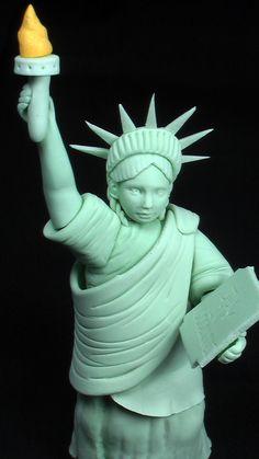 Edible Gum Paste Statue of Liberty von SweetPerfectionCakes auf Etsy