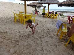 Viajar para Natal com criança - Caindo na areia e a diversão está garantida
