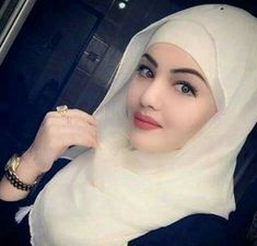 A Very Pretty Muslimah Lady Islamic Fashion, Muslim Fashion, Hijab Fashion, Beautiful Muslim Women, Beautiful Hijab, Beautiful People, Arab Girls, Muslim Girls, Indian Girls