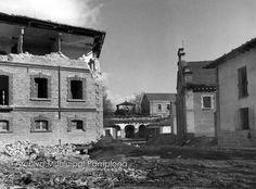 1970.Ciudadela.Demolición de viejos cuarteles. Pamplona, Artwork, Painting, Antique Photos, Castles, Old Photography, Fotografia, Work Of Art, Auguste Rodin Artwork