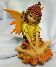 VINTAGE BEAUTIFUL AUTUMN ACORN PIXIE FAIRY ELF SITTING IN FALL LEAVES FIGURE