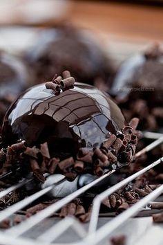 Sernik z musem z mango Chocolate Delight, Chocolate Lovers, Chocolate Cake, Opera Cake, Yummy Treats, Yummy Food, Mousse Cake, Something Sweet, Cake Art