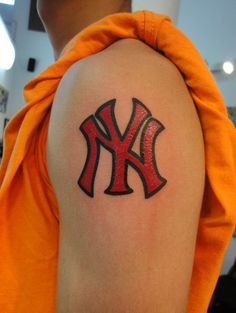 Oh how i love but i 39 m not crazy enough to get it for New york yankees tattoo