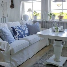 Professional tips for decorating a small living room, giving you more space and style. Simple everyday tips that can take your living room from small and cra. Shabby, Interior Design Work, Small Living Rooms, Couch, Simple, Furniture, Tips, Youtube, Home Decor