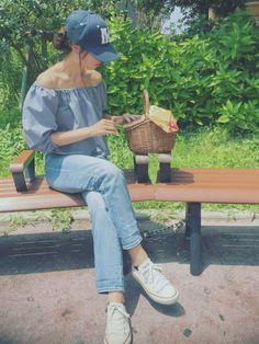 かごバッグには娘が作った手作りの紙バッグを引っ掛けてくれています♡